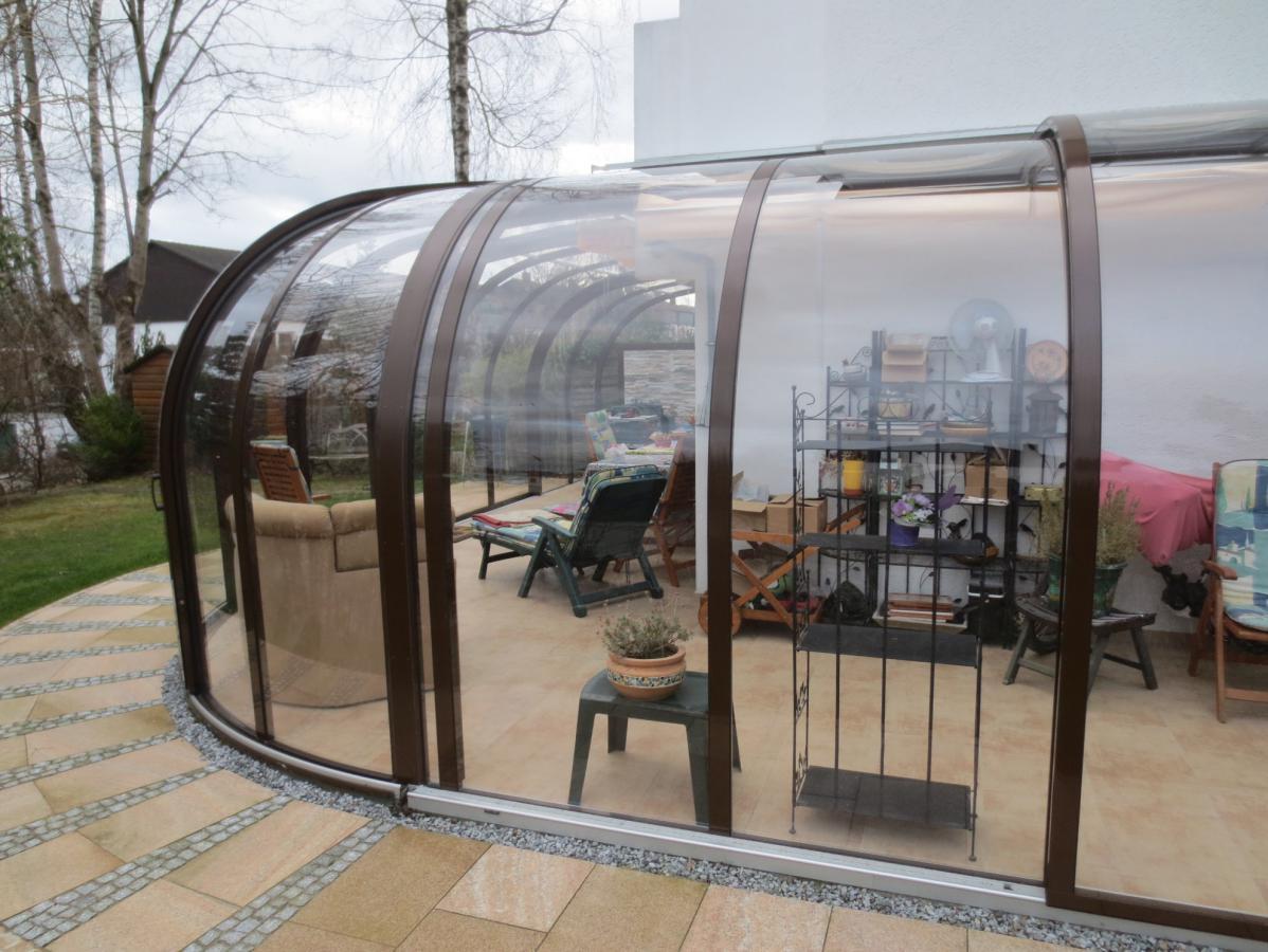 abri de terrasse coulissant et veranda retractable aluminium sur mesure juralu. Black Bedroom Furniture Sets. Home Design Ideas